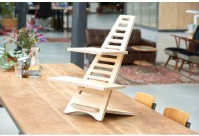 Upstaa sta-verhoger Basic op een houten tafel