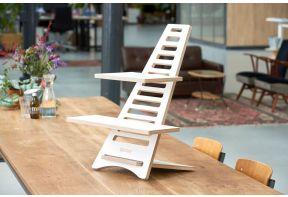 Upstaa sta-verhoger Basic in het wit op een houten tafel