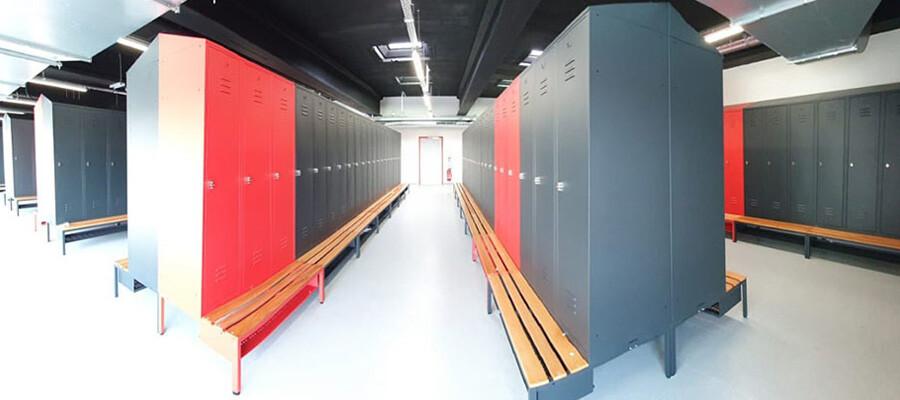 Projectinrichting - 127 hoge lockers met garderobebanken